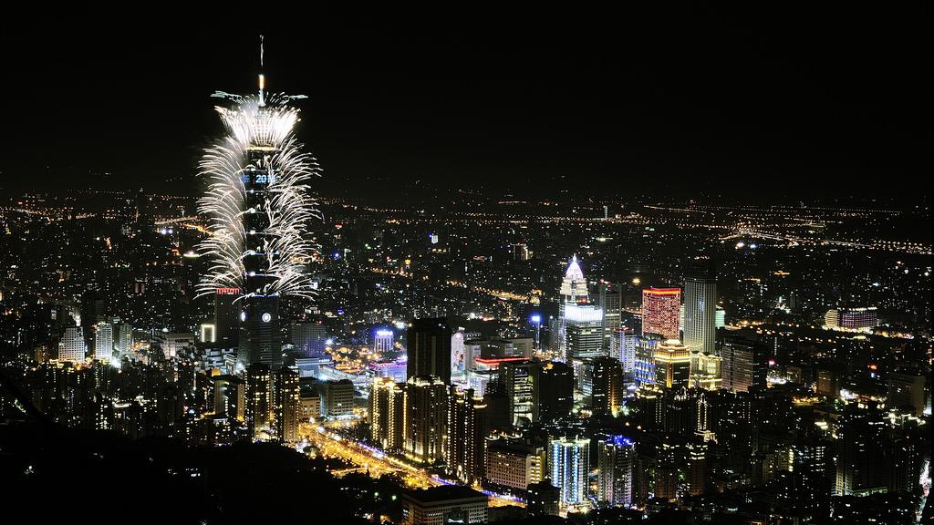 2014-new-year-taipei-101-fireworks