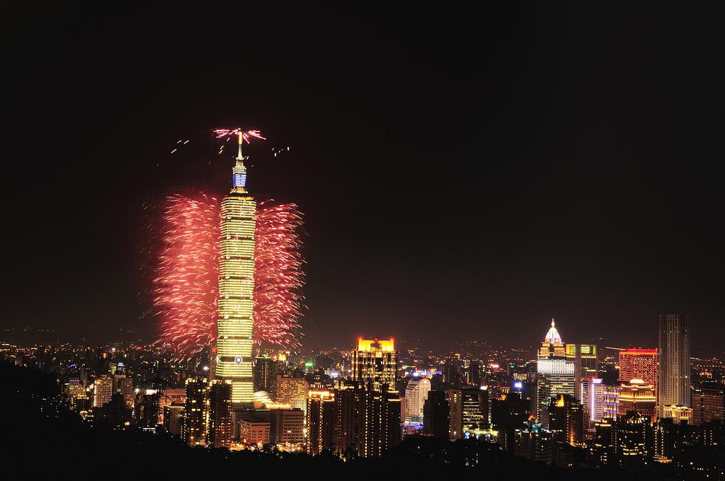 2015-new-year-taipei-101-fireworks