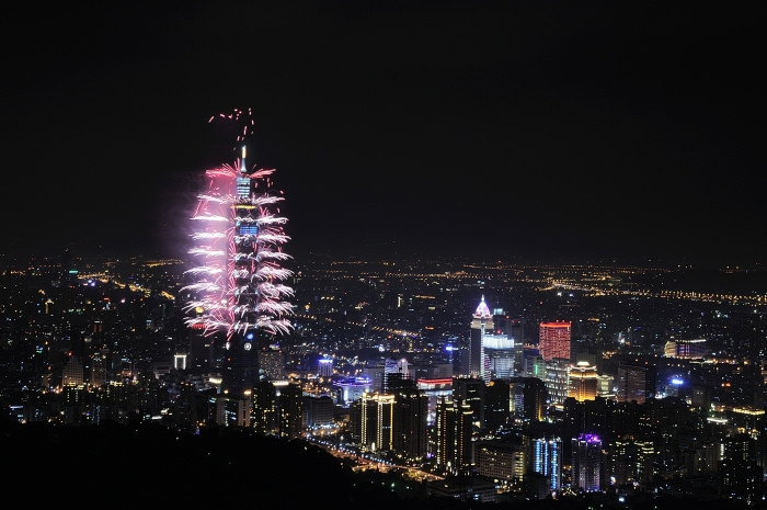 2013-new-year-taipei-101-fireworks